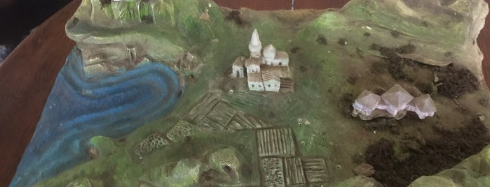 Taylıeli Zeytin ve Zeytinyağı İşletmesi is one of Tempat yang Disukai Leyla.