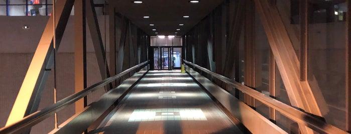 CNN Center Parking Deck Bridge is one of Locais curtidos por Grayson.
