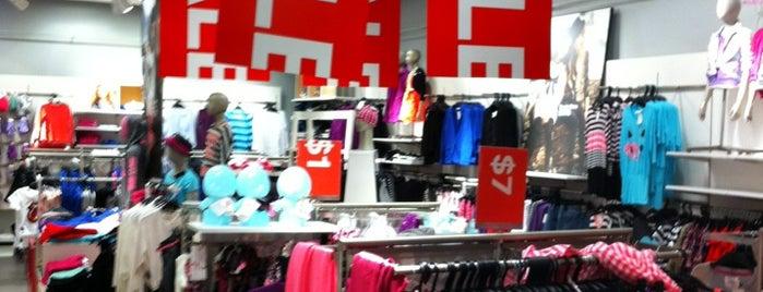 H&M is one of Tempat yang Disukai Alberto J S.