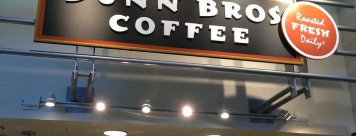 Dunn Bros Coffee is one of Locais curtidos por jim.