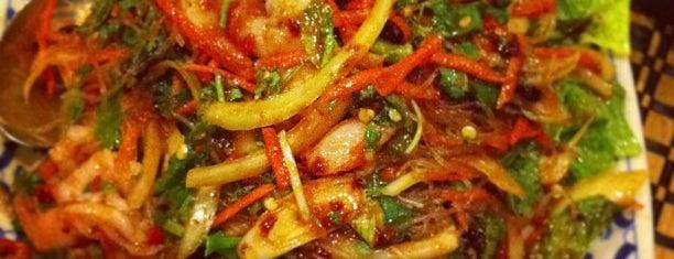 Kinaly Thai Restaurant is one of สถานที่ที่ Xinnie ถูกใจ.
