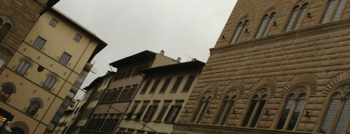 Piazza degli Strozzi is one of สถานที่ที่ Andrea ถูกใจ.