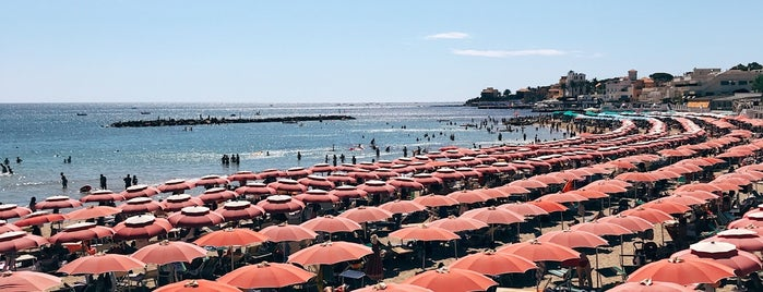 Spiaggia di Santa Marinella is one of Aliさんのお気に入りスポット.