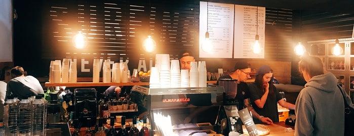 Surf Coffee is one of Locais curtidos por Svet.