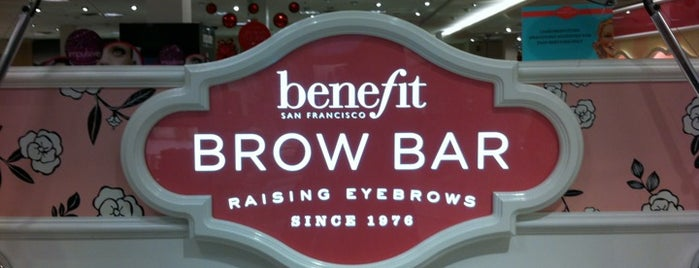Macy's Benefit Brow Bar is one of Vickiさんの保存済みスポット.