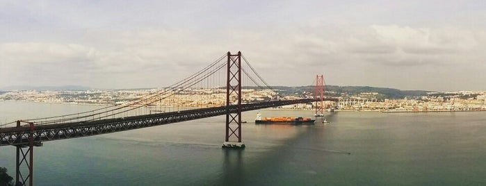 Cristo Rei is one of Lisboa.