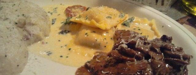 Carrabba's Italian Grill is one of สถานที่ที่ Adam ถูกใจ.