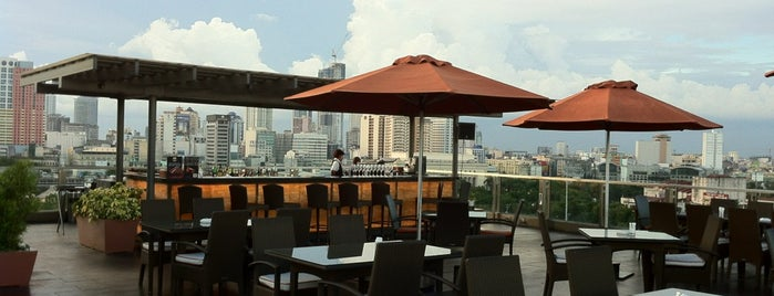 Skydeck Lounge at The Bayleaf Hotel is one of Filipinler-Manila ve Palawan Gezilecek Yerler.