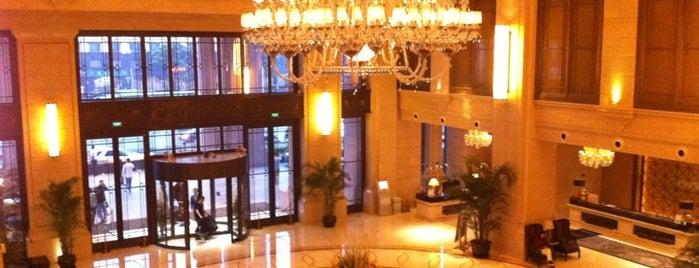 Wyndham Grand Plaza Royale Oriental Shanghai is one of Michael'in Beğendiği Mekanlar.