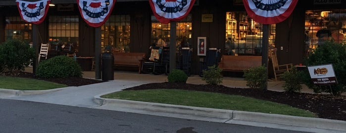 Cracker Barrel Old Country Store is one of Lugares favoritos de Kelly.