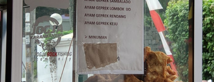 Ayam Geprek Bu Rum is one of Locais curtidos por Ammyta.