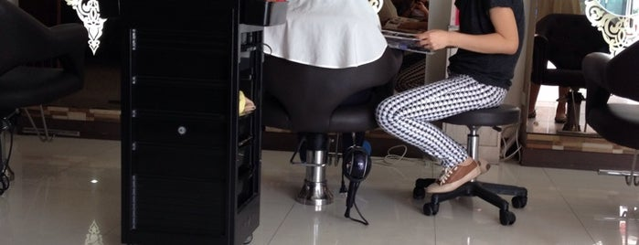 Tiara Hair Salon is one of Locais curtidos por Shank.