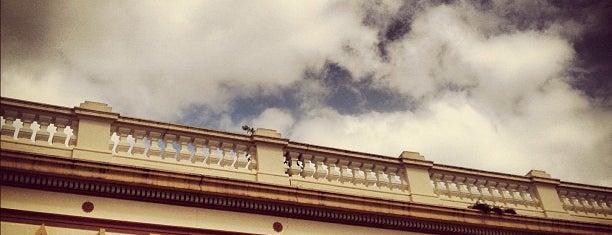 Albion Hotel is one of Locais curtidos por Becca.