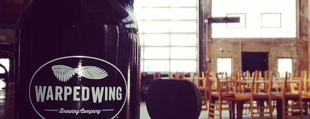 Warped Wing Brewing Co. is one of Lieux qui ont plu à Tom.