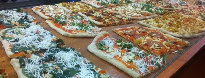 Pizza De Lux is one of Essen & trinken in Berlin.