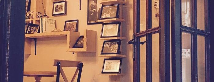 Çikolata & Kahve Dükkanı is one of Posti salvati di gulsah.