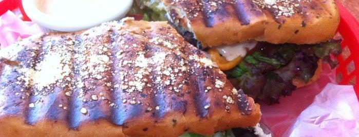 Crows - Alitas, Costillas, Ensaladas, Tacos & Hamburguesas is one of Locais curtidos por J. Alberto.