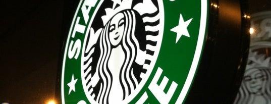 Starbucks is one of Orte, die Suzanne gefallen.