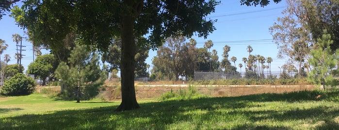 El Nido Park is one of สถานที่ที่ Shamika ถูกใจ.