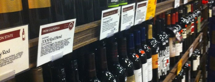 Whole Foods Wine Store is one of Kevin'in Kaydettiği Mekanlar.