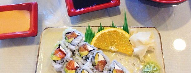 Roll Roll Sushi is one of Locais curtidos por Bill.