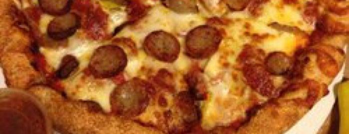 Sarpino's Pizzeria is one of สถานที่ที่ Sam ถูกใจ.