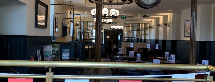 The Old Borough (Wetherspoon) is one of Pubs - JD Wetherspoon 2.