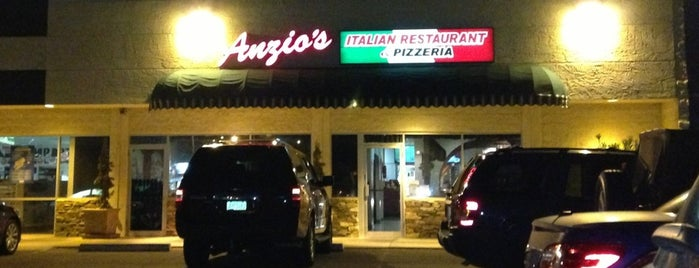 Anzio's Italian Restaurant is one of Lugares favoritos de Scott.