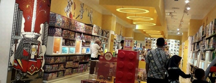 Lego Store is one of indrawati 님이 좋아한 장소.