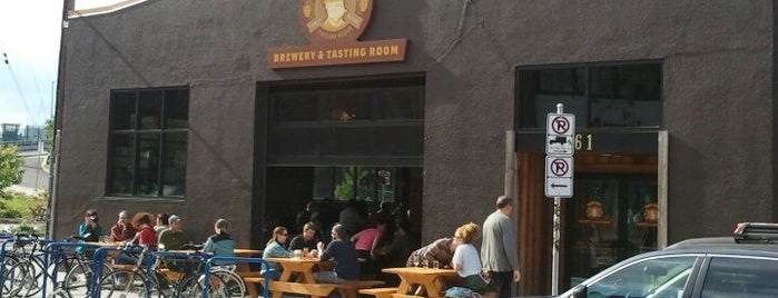 Hair of the Dog Brewery & Tasting Room is one of Locais curtidos por Crispin.