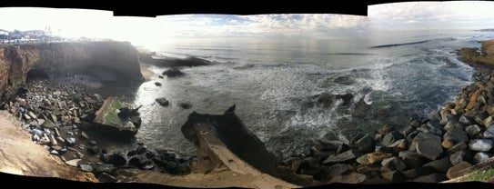 Sunset Cliffs Natural Park is one of San Diego Must-Do's.