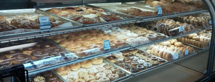 Happy Donuts is one of Food.