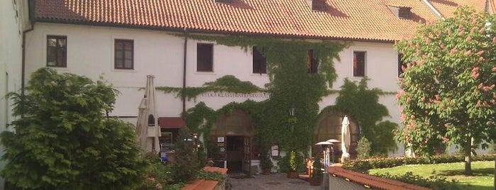 Velká klášterní restaurace is one of Orte, die José gefallen.