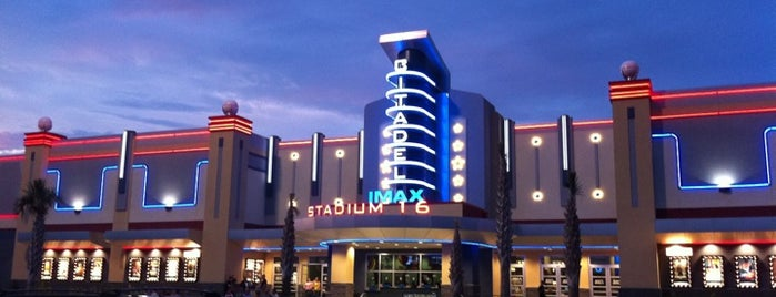 Citadel Mall IMAX Stadium 16 is one of Orte, die West gefallen.