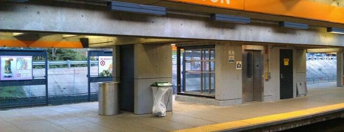 MBTA Wellington Station is one of Michael'in Beğendiği Mekanlar.