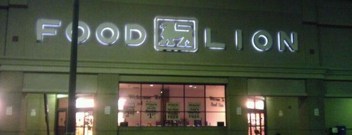 Food Lion is one of สถานที่ที่ Vonda ถูกใจ.
