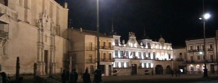 Plaza Mayor de la Hispanidad is one of Locais curtidos por Víctor.