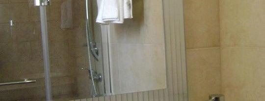Hotel Libertador is one of Posti che sono piaciuti a Jose.