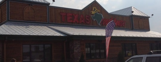 Texas Roadhouse is one of Tempat yang Disukai Tara.