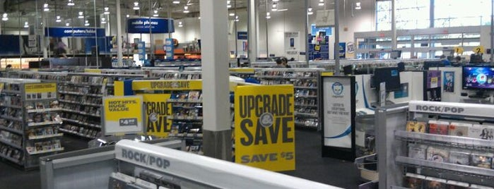 Best Buy is one of Lugares favoritos de Elle.