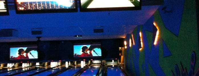 Tuttle's Bowling, Bar, & Grill is one of Posti che sono piaciuti a Brooke.