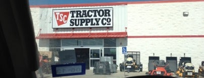 Tractor Supply Co. is one of Jenn 🌺 : понравившиеся места.