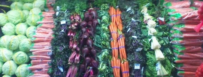 Sprouts Farmers Market is one of สถานที่ที่ Robin ถูกใจ.