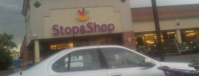 Super Stop & Shop is one of สถานที่ที่ K ถูกใจ.