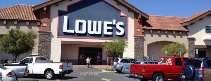 Lowe's is one of Orte, die Kim gefallen.