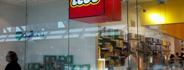 The LEGO Store is one of Omarさんのお気に入りスポット.
