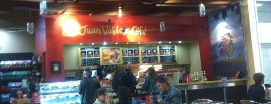 Juan Valdez Café is one of Tempat yang Disukai Alberto J S.