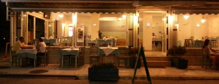 Akrogiali Taverna is one of Mrs.さんのお気に入りスポット.