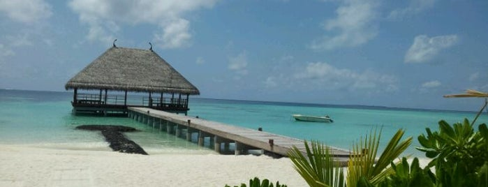 Constance Moofushi Resort is one of Maldivas.