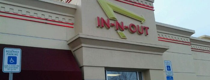 In-N-Out Burger is one of Lugares favoritos de Vince.